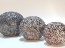 trio de sphères bleues céramique sculpture Angelique Villeneuve Ravel