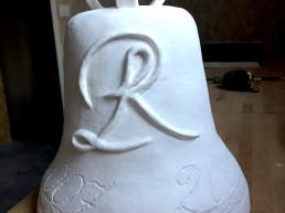 Sculpture cloche en céramique pour le jumelage de Ravel et Lansac