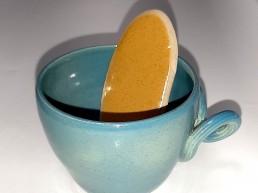 Tasse céramique pour des noces de turquoise avec cuillère langue de chat